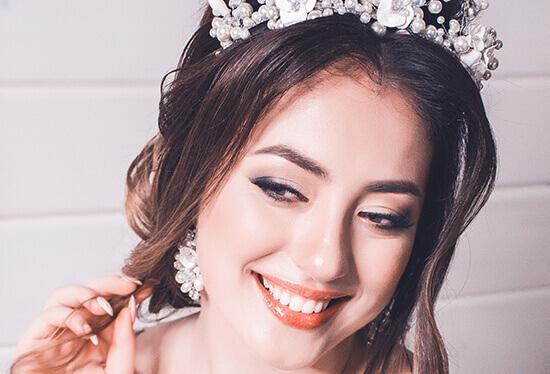 Make-up Look für die Braut mit natürlichen Augenbrauen