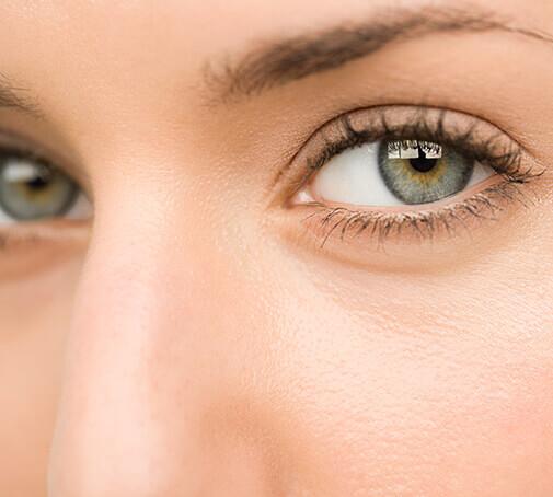 So pflegst du deine Augenpartie