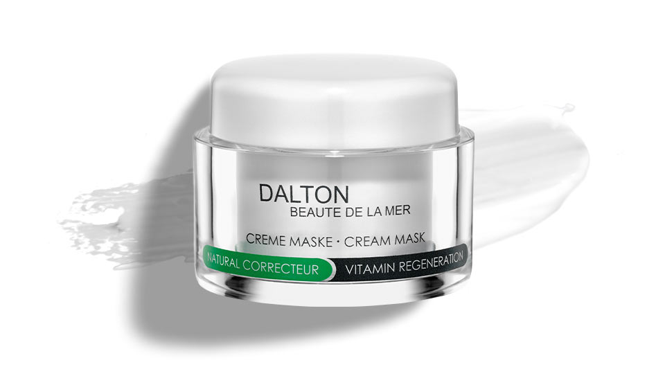 Face mask with vitamin C for damaged skin
